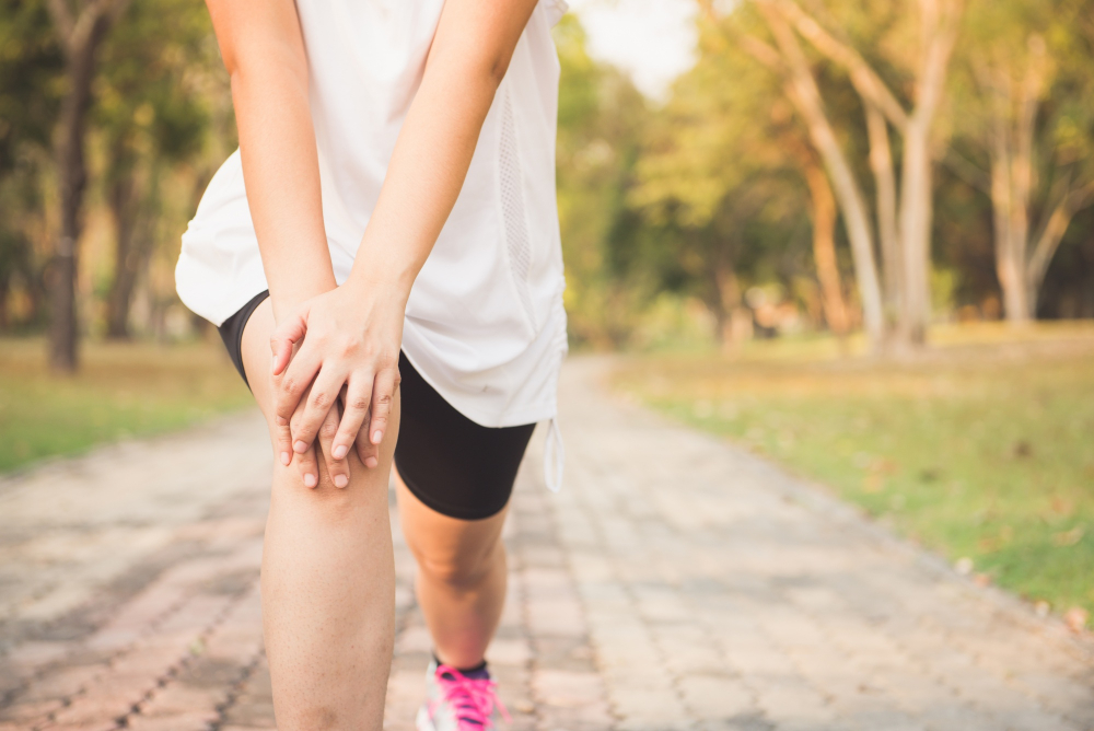 women with knee pain while running