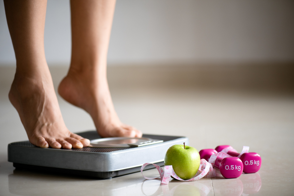 Alkaline diet and weight loss. Women on weighing scale